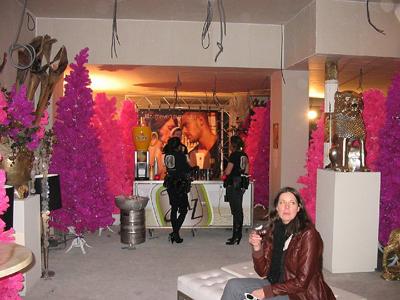 Caf bar april reguliersdwarsstraat in amsterdam for Interieur queer